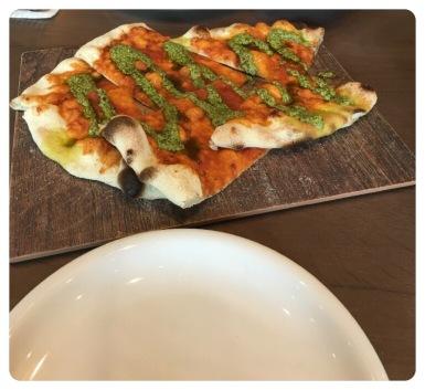 Vorspeise (Pizzabrot mit Pesto)